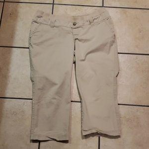 Old Navy Pants - Maternity capris